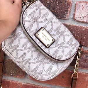 HP🎉Michael Kors vanilla small flap crossbody bag